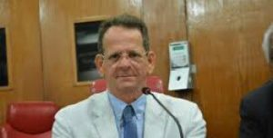 Marcos Vinícius confirma conversa com Durval, mas não abre mão de candidatura