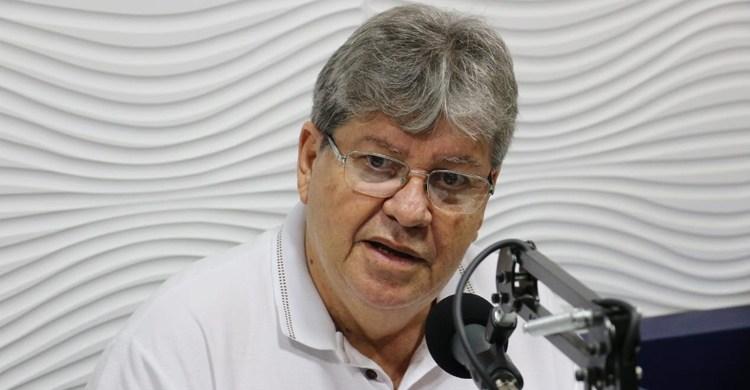 Calvário: João sai em defesa de Livânia, critica a oposição e diz que adversários não aceitaram a derrota