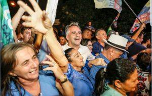 Lucélio Cartaxo reúne milhares de pessoas nas ruas do Sertão