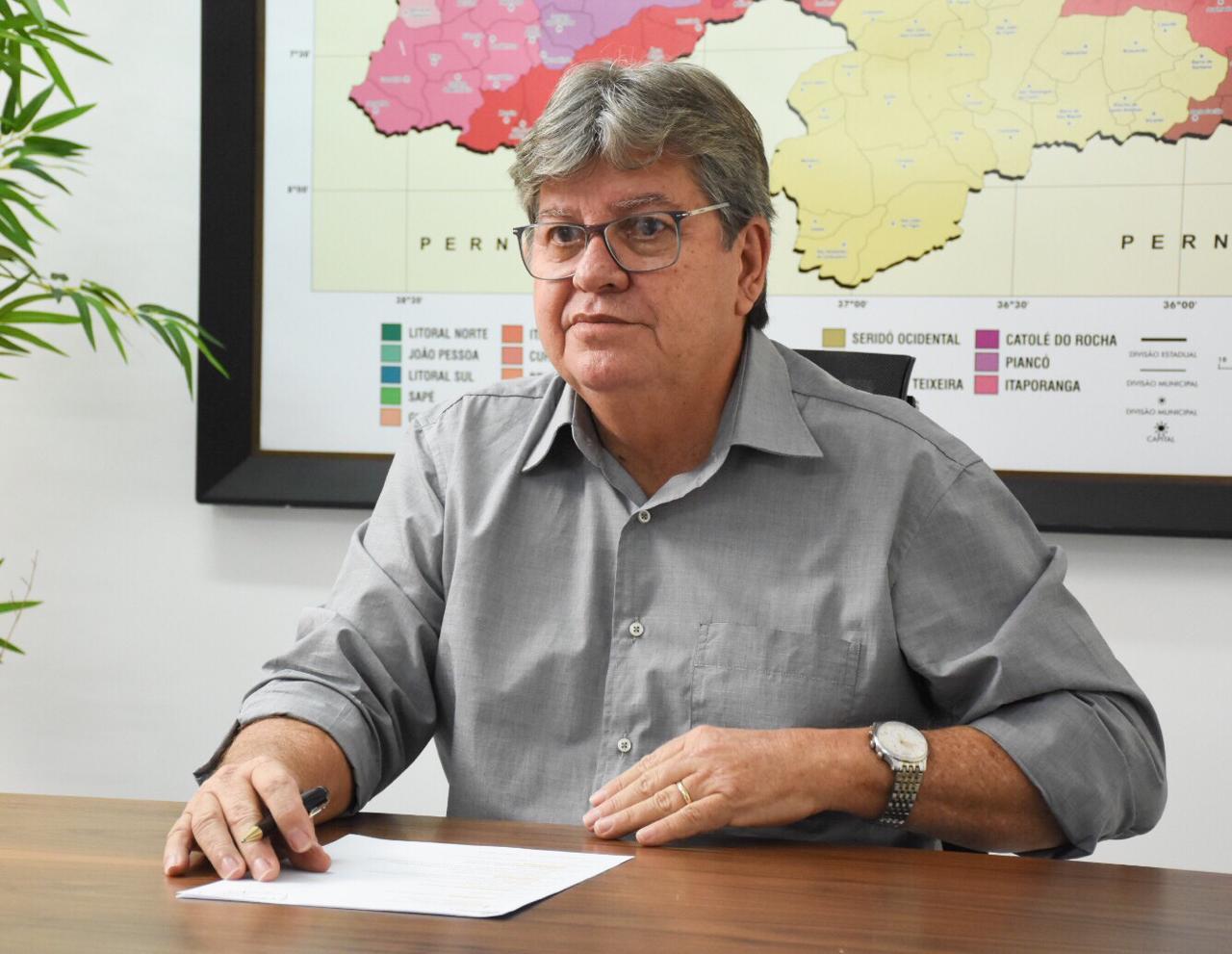 João Azevêdo participa de Seminário do Artesanato e anuncia novo valor do Cartão Alimentação