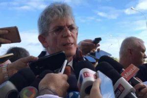Ex-governador Ricardo Coutinho concedendo entrevusta à imprensa
