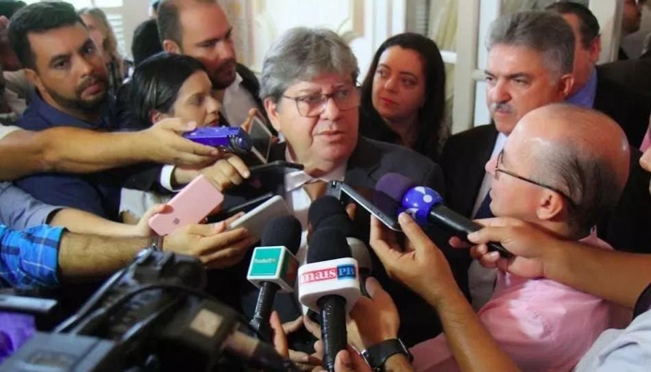 Opinião: O governador, o escândalo da Cruz Vermelha, a caixa de vinho e as ligações perigosas